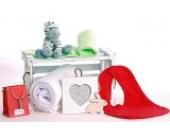 'Hearts and Stripes' Luxuriöse Baby-Geschenkbox mit weicher Kuscheldecke, Kuscheltier, 100% Baumwoll-Lätzchen, Shabby Chic hölzerner Bilderrahmen, Ätherisches Öl für Mütter.